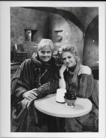 HS-PressPhoto-Bea Arthur and HarveyKorman-Front